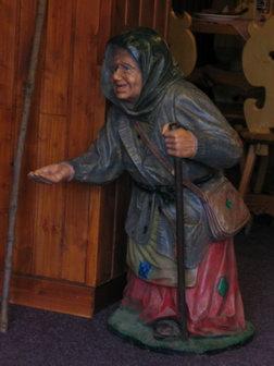 Socha babičky v restauraci